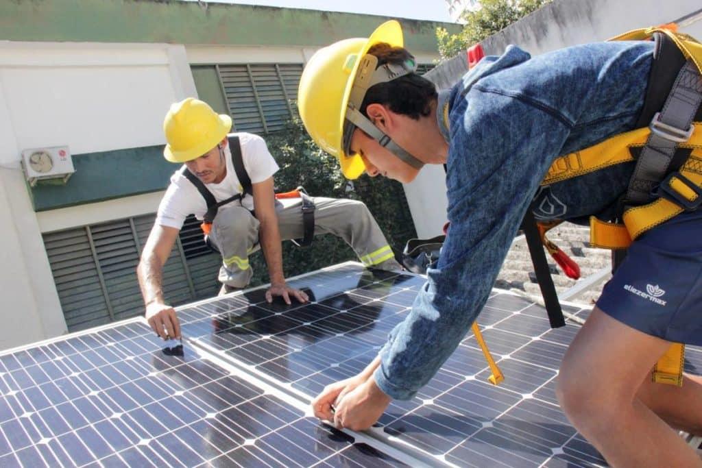 Placas Solar na Escola Eliezer Max