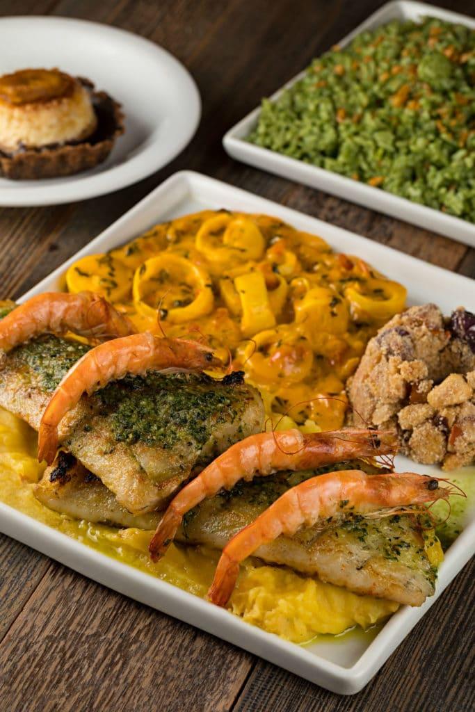 Pirarucu com camarões nativos e pesto de coentro com toque de jambu, do Espetáculo Restaurante