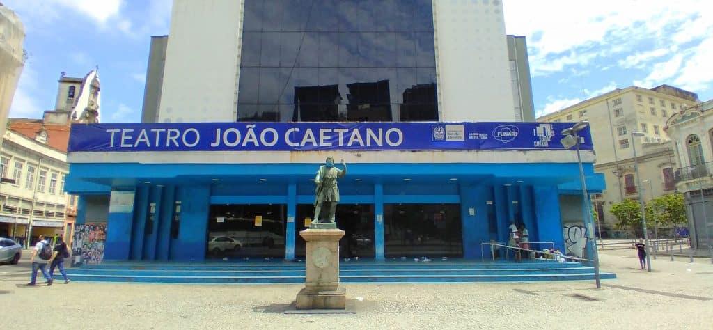 Fachada do Teatro João Caetano